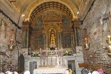 Скульптура _Прибавление ума_ в вывезенном из Назарета и смонтированном заново домике Святого Семейства. г. Лорето
