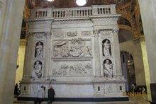Домик Святого Семейства, привезенный из Назарета.Наружный вид. Мрамор. г. Лорето/cite