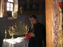 Престол в алтаре Храма Святой Троицы на святой горе Синай.