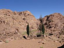 Церковь Илии и Елисея над пещеркой, в которой, скрывался пророк Илия.
