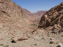 Трех часовой путь по пустыне к пещере прп. Иоанна Лествичника у подножья г. Синай.