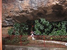 Мего спилео. Из этой пещеры по молитвам преподобного Господь изгнал дракона