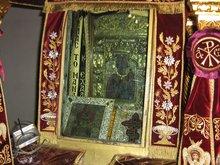 Икона Панагия Сумела и Евангелие, которое вручила Богородица безграмотному крестьянину Христофору и он обнаружил, что умеет читать.