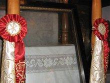Св. Спиридон Тримифунтский явился в монастырь в Иерусалиме и удалился через оконное стекло, на котором осталось его изображение