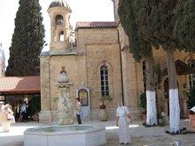 Кана Галилейская, где Господь превратил воду в вино.