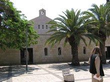 Храм на месте где Господь накормил 5000 народу 5 хлебами и 2 рыбами.