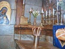 Гроб Господа нашего Иисуса Христа служит жертвенником на Божественной Литургии.