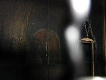 Икона Пресвятой Богородицы Скорбная. По свидетельствам Богородица приоткрывает глаза во время молитвы перед ней. Храм Гроба Господня.