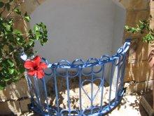 Стопа отпечатавшаяся на камне при Вознесении Господа нашего Иисуса Христа. Находится в Вознесенском монастыре. Елеонская гора.