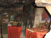 Пещера где в засуху жил пророк Илия. Монастырь прп. Георгия Хозевита.