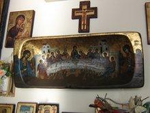 Интерьер гостиницы у подножья Метеор. Ковчег как символ Церкви.