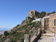 В монастыре  хранятся  части Животворящего Креста Господня и гвоздь