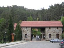 Вход в монастырь Панагии Махера (к. XII - н. XIII вв.).