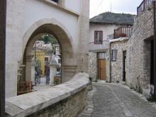 Вход в храм Честного Креста.