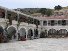 Невооруженным глазом видно - женский монастырь.