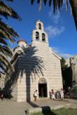 Храм святой Троицы. Большенство храмов Черного́рия построены в таком стиле.